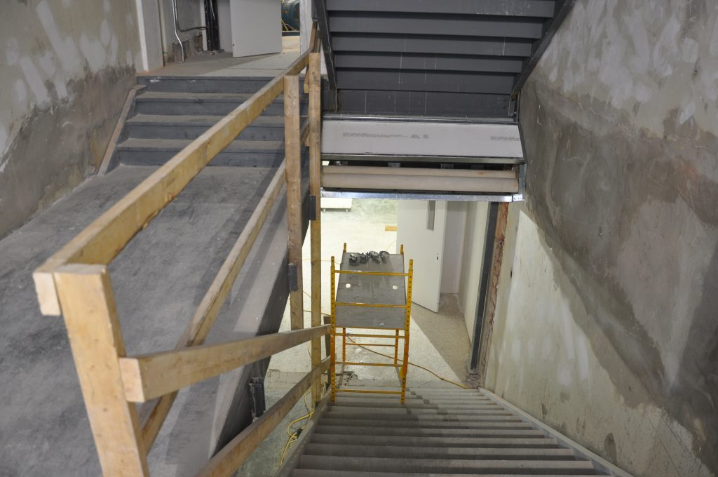Once this structure was in place, concrete was poured towards the end of October to make the floors of the stairs accessible.